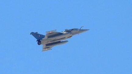 Ấn Độ đem máy bay chiến đấu Rafale đến sát khu vực tranh chấp với Trung Quốc để... thử nghiệm