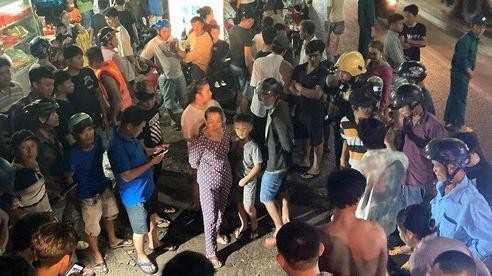 Cả trăm người trắng đêm chui xuống cống tìm người phụ nữ bị nước cuốn ở Đồng Nai