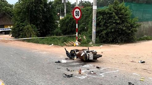 Va chạm kinh hoàng giữa xe tải và xe máy, 3 người trong một gia đình thương vong