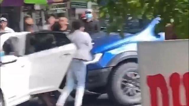 Bản tin cảnh sát: Thanh niên bị giang hồ bắt cóc giữa ban ngày, bạn lao ôtô vào đám đông giải cứu; Chân dung hotgirl Hoa Vô Lệ vừa bị tạm giữ vì cho vay lãi giá 'cắt cổ'