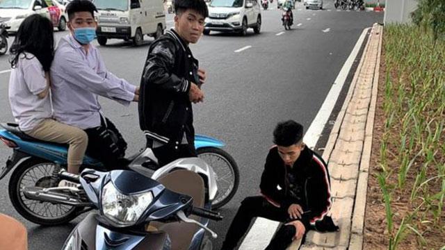 Nhóm thanh thiếu niên vung gậy đập xe sau va chạm giao thông: Nạn nhân kể lại sự việc