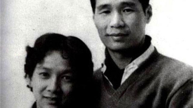 Vị hôn thê biến mất lúc nửa đêm làm thay đổi cả cuộc đời người đàn ông si tình, 40 năm sau cô vợ có màn 'đặc cách' cho chồng khiến ai cũng phải phục
