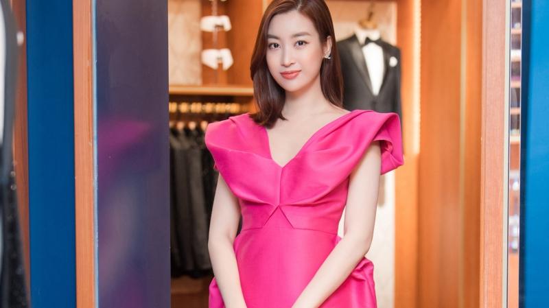 Hoa hậu Tiểu Vy 'bưng' nguyên set đồ dự sơ khảo HHVN 2020, Mai Phương Thúy khoe ngực trễ nải mừng Ngọc Hân làm bà chủ