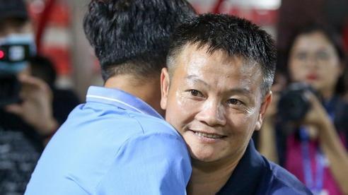 'Cậu bé vàng' Văn Quyến: Một đời cầu thủ dở dang đến HLV 'chạm tay hoá cúp' ở các giải trẻ Việt Nam