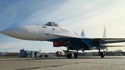 Su-35 chuẩn bị giao chiến với F-22 và F-35