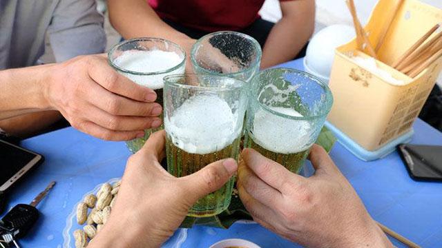 Kích động, lôi kéo, ép buộc người khác uống rượu bia sẽ bị phạt đến 1.000.000 đồng