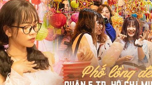 Ảnh: Người lớn đổ bộ 'đu đưa' ở phố lồng đèn Sài Gòn, tìm đỏ con mắt chẳng thấy các bé thiếu nhi đâu?