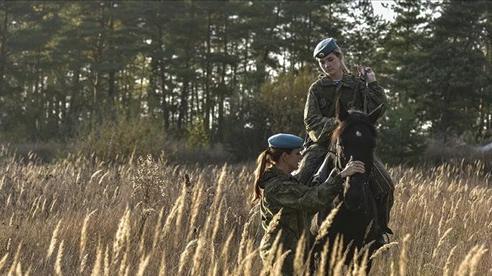 Nữ binh Nga trong chùm ảnh đầy bản lĩnh trên lưng ngựa: Ai nói kỵ binh đã 'hết thời'?