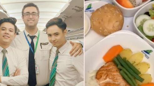 Bí mật về menu đồ ăn của tiếp viên hàng không được trai đẹp tiết lộ, ai xem xong đều há hốc mồm vì bí mật bấy lâu nay đã sáng tỏ