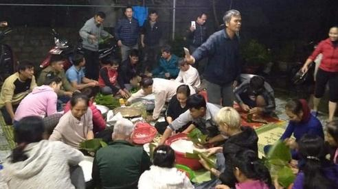 Người dân nhiều địa phương trên cả nước trắng đêm gói bánh chưng ủng hộ đồng bào Miền Trung yêu thương