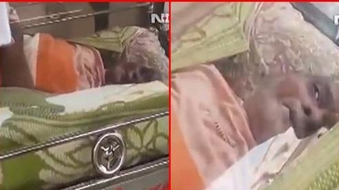 Trường hợp 'chết đi sống lại' khó tin: Sau 20 giờ 'đông lạnh', cụ ông 74 tuổi mắt trừng trừng nhìn con cháu