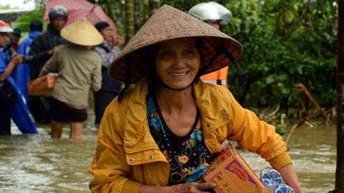 Từ một người con Hà Tĩnh lớn lên cùng lũ lụt: Trẻ con cũng được học buộc cửa chống gió, cả làng 'không nhà nào là nhà riêng' khi lũ về và câu chuyện gói mỳ tôm cứu nạn