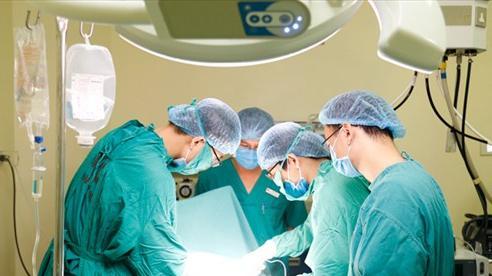 Ngực cô gái 29 tuổi dài quá cạp quần vì khối u mọc như sung