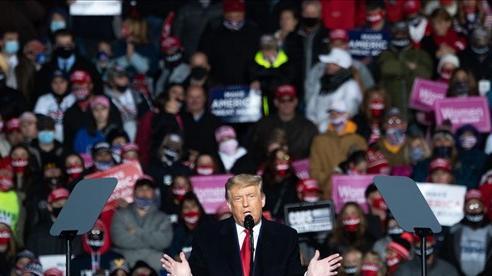 Bầu cử Mỹ: Đội vận động của ông Trump 'đốt' nửa số tiền tranh cử chỉ trong tháng 9