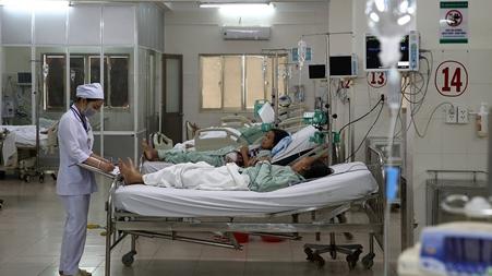 'Nữ quái' đánh nhân viên bệnh viện rồi…cắn tay cán bộ Công an