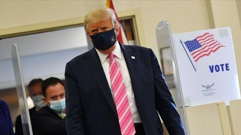 Bầu cử Mỹ 2020: Đương kim Tổng thống 'bỏ phiếu cho người tên là Trump'