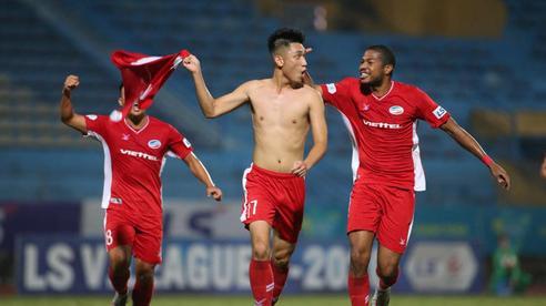 Cựu đội trưởng U20 Việt Nam ghi bàn siêu phẩm, Viettel giật lại ngôi đầu từ tay CLB Hà Nội