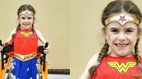 Bé gái 6 tuổi bị bệnh không thể đi bộ quá 5 phút nhưng lại làm nên điều không tưởng ở giải chạy marathon và được coi là 'nữ thần chiến binh thực thụ'