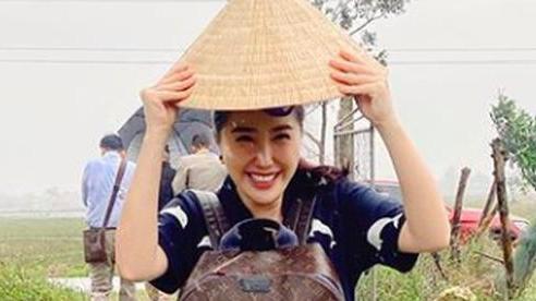 Bảo Thy vào miền Trung cứu trợ bà con, lời giải thích lý do nở nụ cười tươi rói khiến ai cũng ấm lòng
