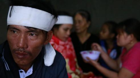 Tột cùng đau đớn của đôi vợ chồng trong căn nhà cùng lúc mất 2 con thơ khi chạy lũ