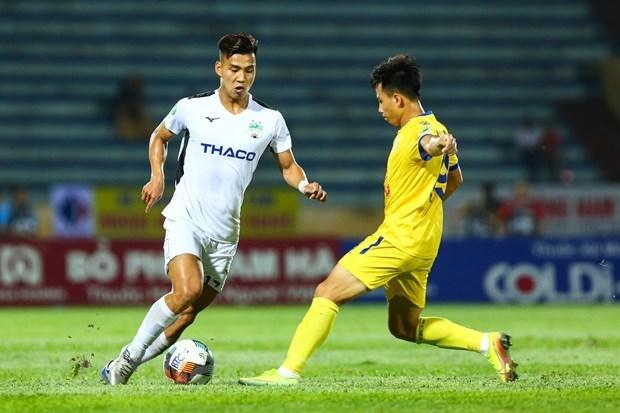 CĐV phẫn nộ vì Ban kỷ luật 'tha' cho pha xoạc bóng rợn người của cựu trung vệ U23 Việt Nam