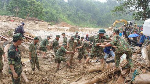 ĐỪNG LỠ ngày 30/10: Sạt lở ở Quảng Nam khiến 22 người chết, nhiều nạn nhân vẫn mất tích; Cán bộ thôn thu 400 triệu tiền Thủy Tiên cứu trợ người dân