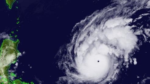 Bão Goni mạnh lên thành 'siêu bão' trước khi vào Biển Đông