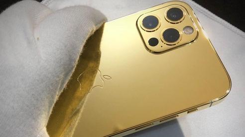 Ngắm ảnh thực tế iPhone 12 Pro mạ vàng đầu tiên trên thế giới được chế tác tại Việt Nam