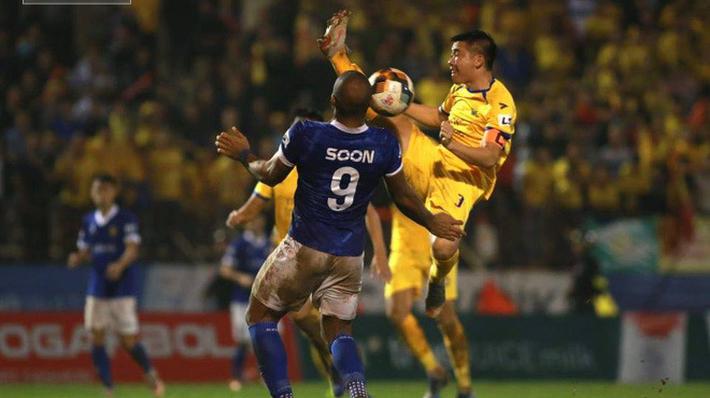 Cuộc đua trụ hạng kịch tính đến giây cuối, Nam Định ở lại V.League với kịch bản 'điên rồ'
