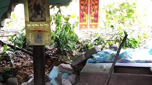 Nghệ An: Núi lở đè sập tường nhà dân, nhiều tuyến đường vỡ toang