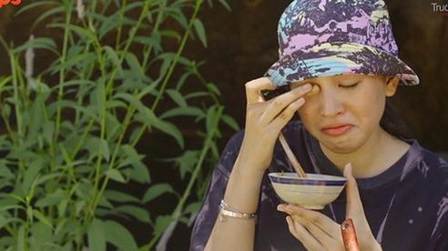 Trường Giang khiến Hoa hậu Tiểu Vy phải 'ăn cơm chan nước mắt', xem xong ai cũng thương cô bé tội nghiệp
