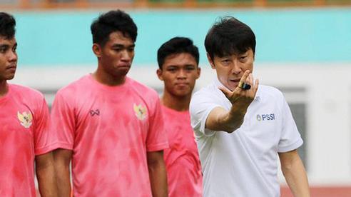 Đối thủ của HLV Park Hang-seo 'đuổi thẳng cổ' 2 học trò vì hành vi trốn đội đi chơi đêm
