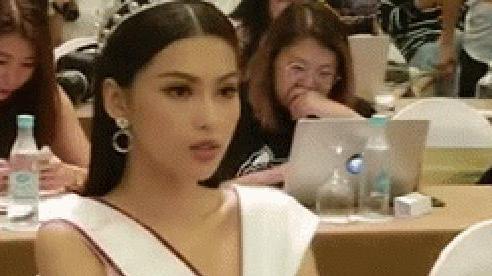 Xôn xao clip đối lập của Á hậu 2 và Hoa hậu Việt Nam 2020: Bên kiêu sa bên rực rỡ, sao 'sặc mùi' drama như phim cung đấu thế này?