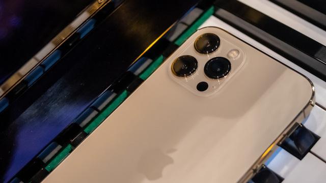 Vì sao bạn nên mua iPhone 12 chính hãng và nói không với hàng xách tay?