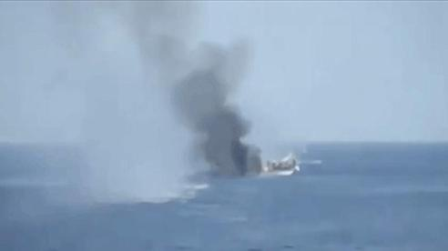 Mỹ-Israel định khai hỏa, 1.000 tàu chiến Iran lên đạn, vây kín eo Hormuz: Giờ G sắp điểm?