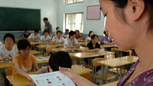 Phụ huynh đến trường tìm cô chủ nhiệm nói chuyện thì bị né tránh sau đó bị người lạ đánh dã man, xuất phát từ nguyên nhân khó hiểu