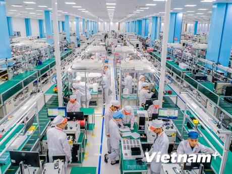 Bên trong nhà máy sản xuất smartphone 5G 'made in Vietnam'