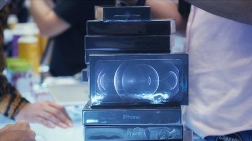 Nhiều iPhone bán tại Việt Nam bắt đầu bị bỏ tai nghe và củ sạc
