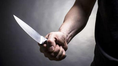 Hỏi đường không được, thanh niên đi SH liền cầm dao doạ nhân viên quán chè: Sự xuất hiện của người thứ 3 đã đảo lộn tất cả