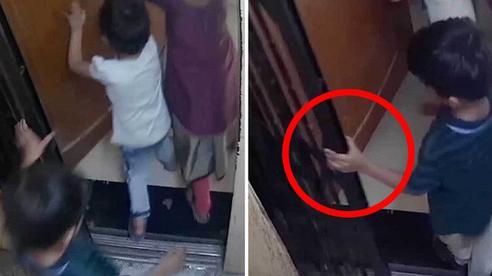 Ba đứa trẻ cùng đi thang máy, cậu bé 5 tuổi bị mắc kẹt lại ở cửa rồi tử vong thương tâm, cảnh tượng những giây cuối trước tai nạn gây ám ảnh