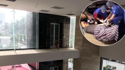 Hà Nội: Cận cảnh hiện trường chiếc thang máy 'cực dị' không có lan can khiến người đàn ông rơi từ tầng 2 xuống đất đa chấn thương