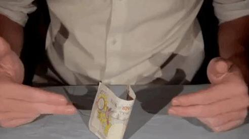 Mẹo hay trong tầm tay: Điều khiển tờ tiền mà không cần chạm tay