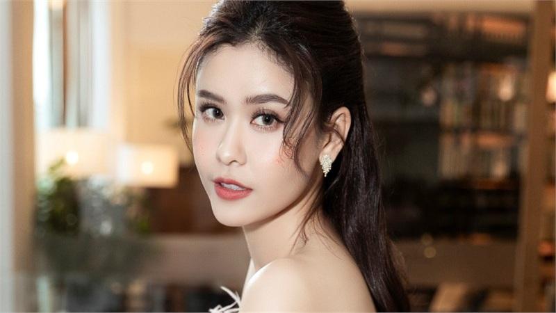 Trương Quỳnh Anh diện 'đầm công chúa', sải bước làm vedette đầy thần thái