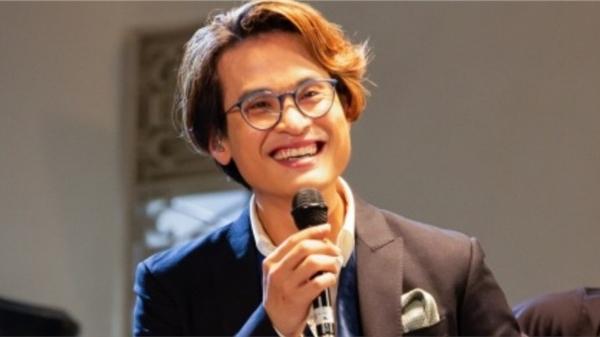 Hà Anh Tuấn livestream hát tặng khán giả, công bố chính thức bán vé concert 'The Veston'