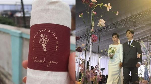 Hé lộ món quà đặc biệt chú rể Công Phượng dành tặng khách mời tới dự đám cưới