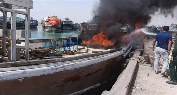 Tàu container bốc cháy tại cảng Bushehr miền Nam Iran. Ảnh: Sputnik