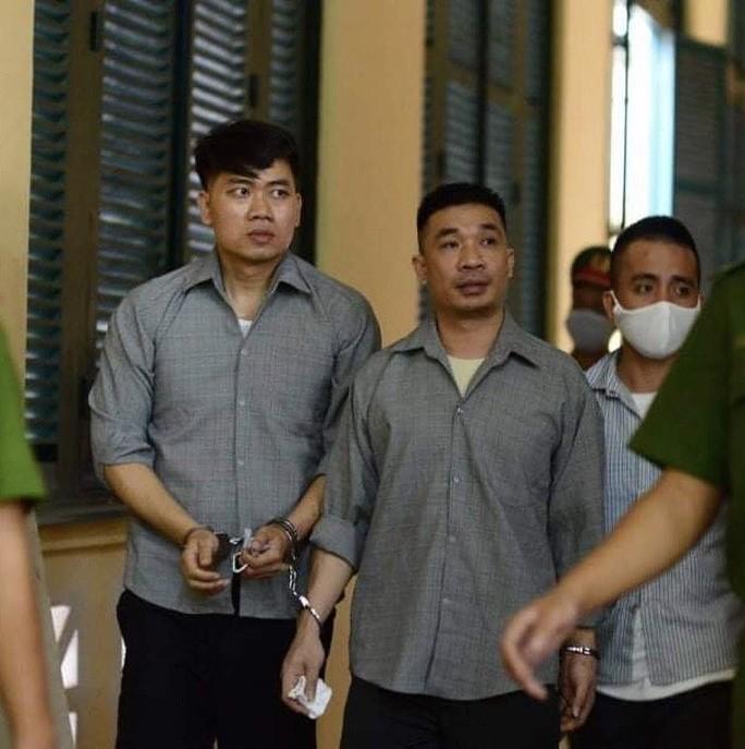 Ông 'trùm' Văn Kính Dương (giữa) từng liên lạc với gia đình trong thời gian truy nã