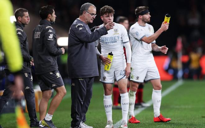 HLV Bielsa đã giúp Leeds United đổi đời