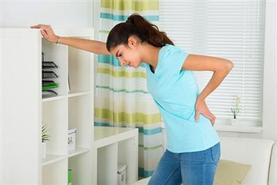 Cơn đau quặn ở sườn có thể là dấu hiệu bệnh thận. Ảnh minh họa: Pennmedicine