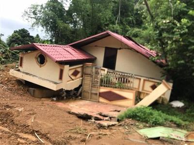Nhà dân tổ 6 phường Quang Trung, TP Hà Giang bị đất đá sạt lở